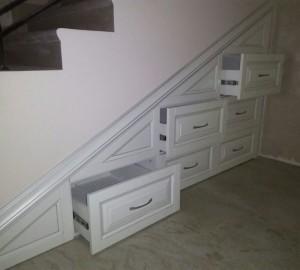 Ниша под лестницей из мдф