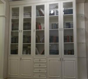 Книжный шкаф из массива бука
