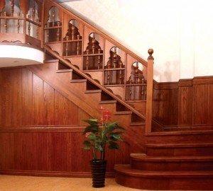 Лестница из массива на заказ